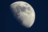 Đất đá mặt trăng, 1 USD cũng mua được?