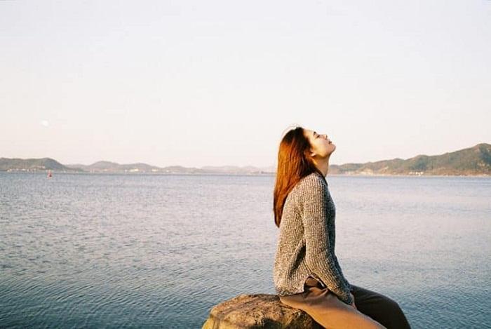 Tôi cứ ngồi đây đợi tình yêu