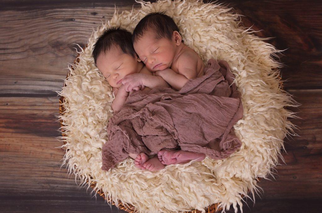 Tại sao có thể thụ thai sinh đôi khác cha?